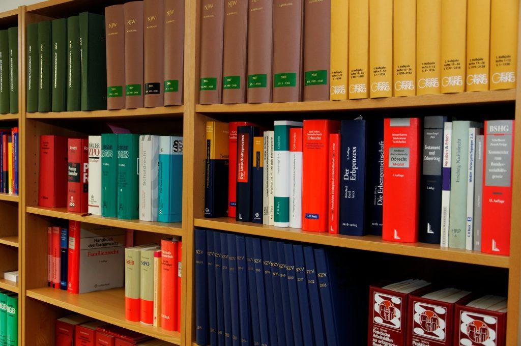 bookcase 335849 1920 1024x680 - Λογιστικό γραφείο | Φοροτεχνικά - Λογιστικά γραφεία Οικονομάκος